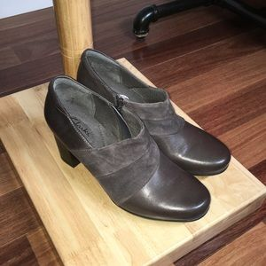 Clark's Bendables Leather Side-Zip Ankle Booties